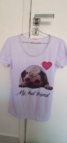 Camiseta com cachorro na estanpa