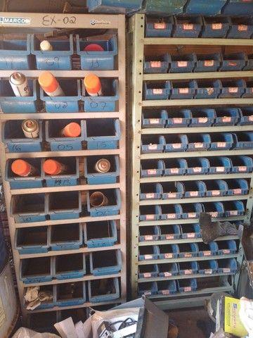 Vendo 2 pratileiras com caixote - Foto 2