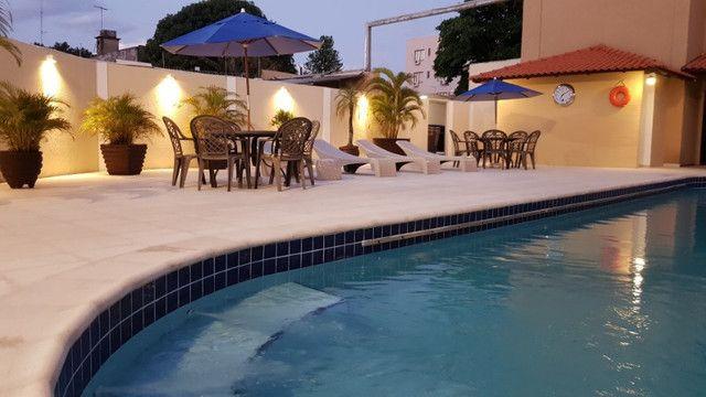 Apto no centro com hidro spa, piscina e estacionamento - Foto 9