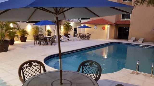 Apto no centro com hidro spa, piscina e estacionamento - Foto 10