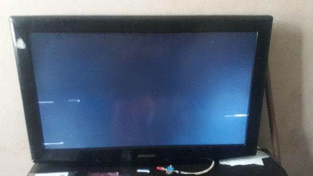 Vendo essas  três  tv uma Panasonic viera smart 32 . Uma Philco 32 E uma sansung 32  pore - Foto 2