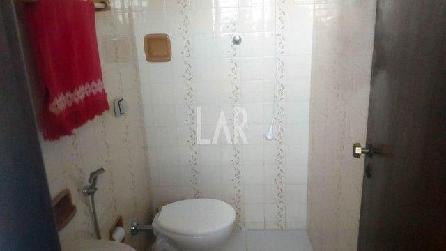 Casa com 04 quartos e excelente localização - Foto 11