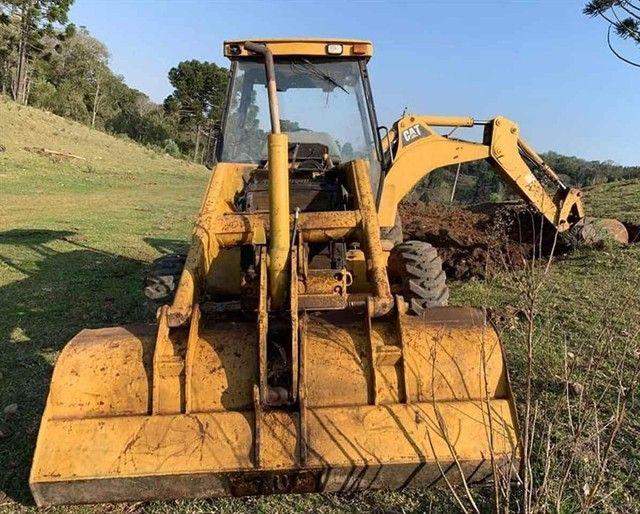Trator retro escavadeira Caterpillar 416D  - Foto 2