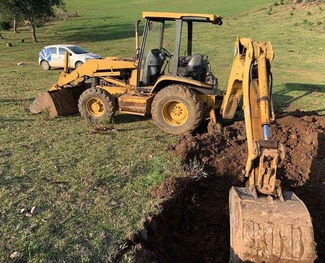 Trator retro escavadeira Caterpillar 416D  - Foto 3