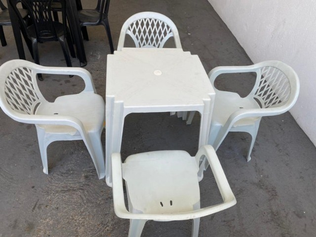 Tenho jogo novos de mesa e cadeira pra revenda atacado