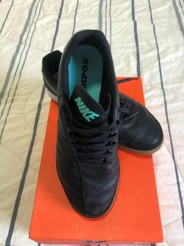Chuteira Nike futsal Tiempox Genio II n40 - Foto 2