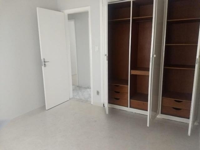 Dois quartos na Barra - Excelente localização - Foto 4