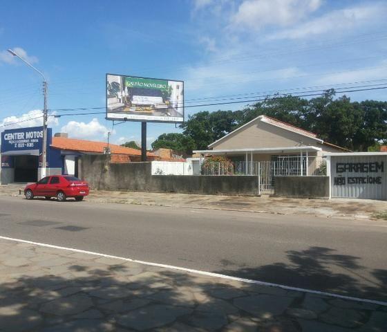 Um terreno com casa e ponto comercial