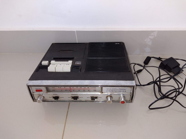 Rádio compact cassete tape recorder marca crowncordet 10 transistor  duas faixas SW , MW ,