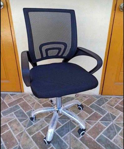 NOVA/NUNCA USADA - Cadeira giratória - Foto 3