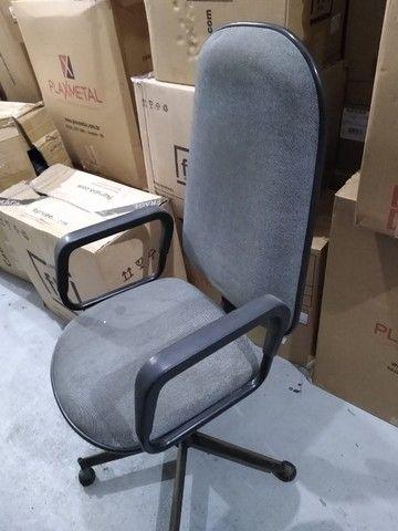 Cadeira Presidente Cinza Giratória