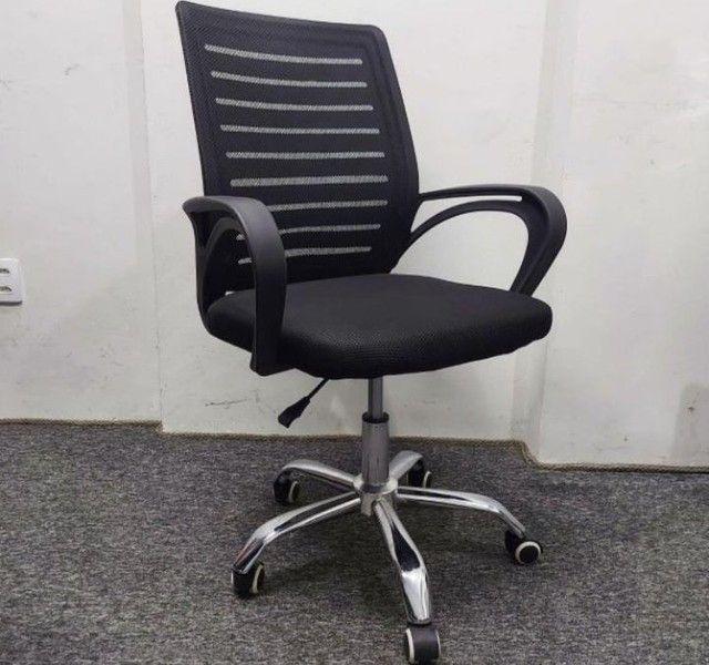 Cadeira giratória com regulagem de altura para escritório - NOVA