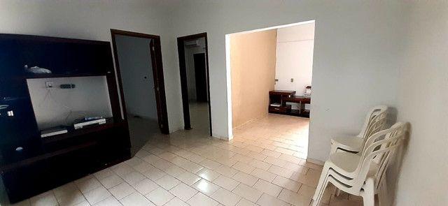 Ótima casa, com sala comercial e barracão
