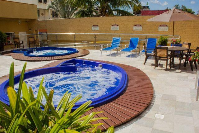 Apto no centro com hidro spa, piscina e estacionamento - Foto 16
