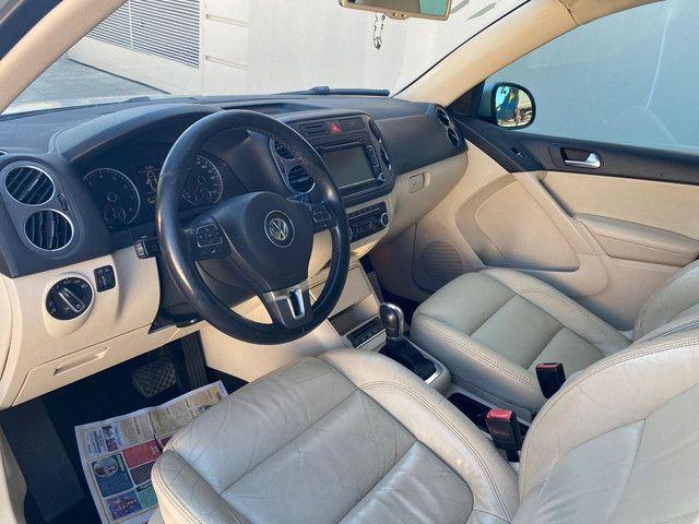 VW Tiguan 2.0 TSI 2011 top de linha com rodas 18, teto solar e interior caramelo - Foto 16