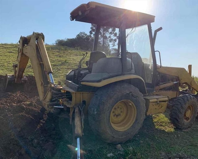 Trator retro escavadeira Caterpillar 416D  - Foto 4