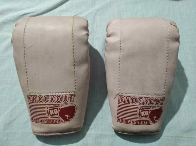 Luvas de boxe e muay tay usadas