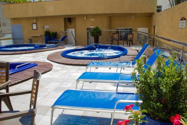 Apto no centro com hidro spa, piscina e estacionamento - Foto 14