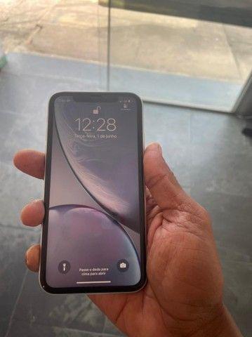Vendo ou Troco esse lindo IPhone XR  - Foto 3