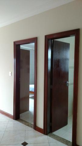 Excelente Cs de Condomínio 443 M2 4 Qts 02 suítes mobiliada finíssimo acabamento !!! - Foto 8