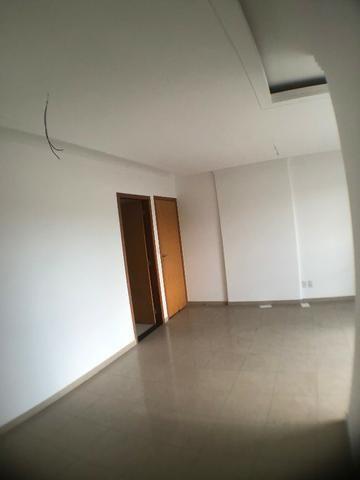 Apto 3 qtos , 3 suítes 2 vagas , Porcelanato, A/c Financiamento, Aceita carro Entrada - Foto 8