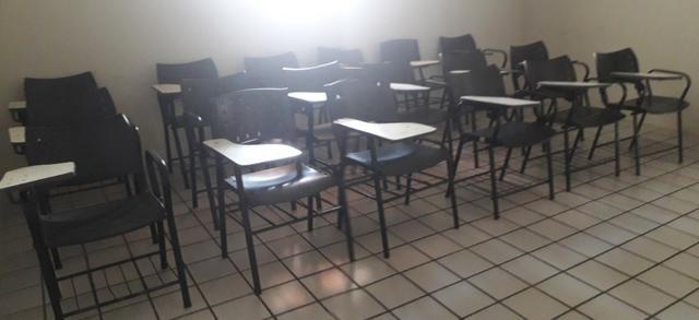 Venda de cadeiras escolares e mesas - Foto 2