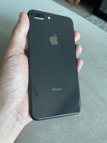 iPhone 8 Plus 64GB Preto - Seminovo! - Até 18 x 149,90 - Foto 2