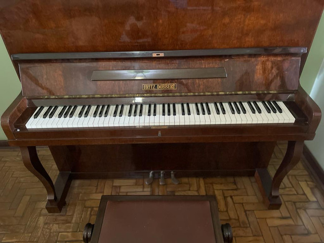 Piano vertical Fritz Dobbert