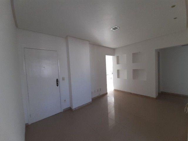 Apartamento com 2 dormitórios, sendo 2 suítes, 70 m² por R$ 1.400/mês - Cond. Solar do Atl - Foto 3