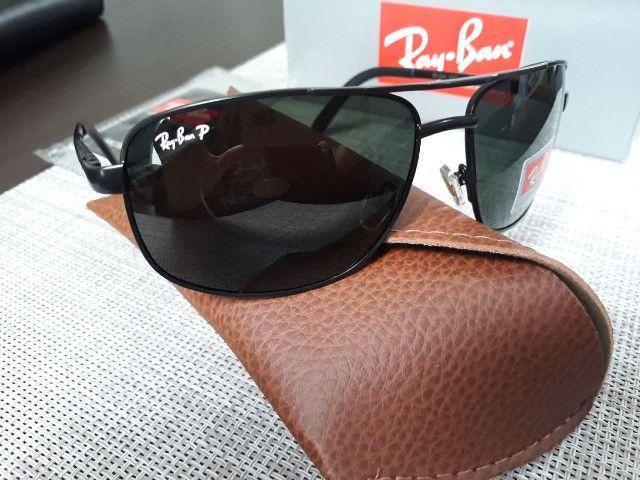 Óculos de sol masculino Demolidor disponível na cor preta e verde
