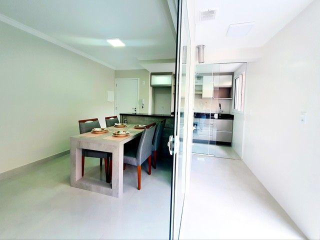 Apartamento de 2 dormitórios com uma suíte, 1 vaga coberta no Vila Fanny. Espaçosa sacada  - Foto 4