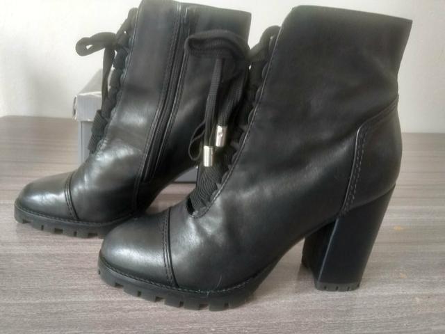 c84fb4d8c9 Bota tratorada Arezzo 36 - Roupas e calçados - Forquilhinhas