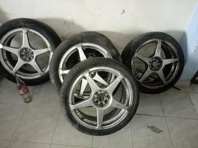 Roda aro 18 com pneu