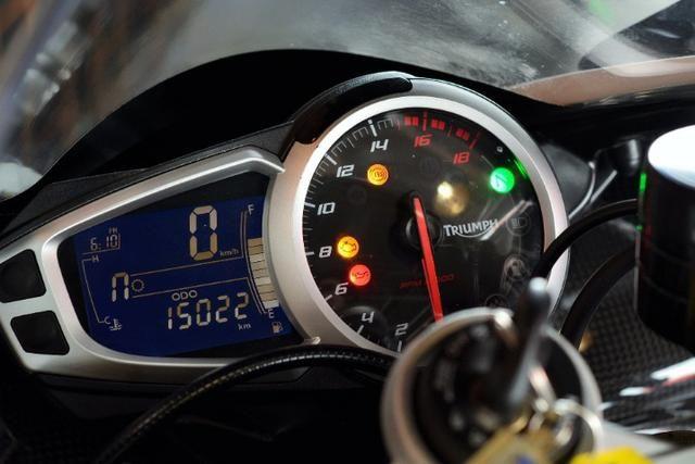 Triumph Daytona 675R - Foto 7