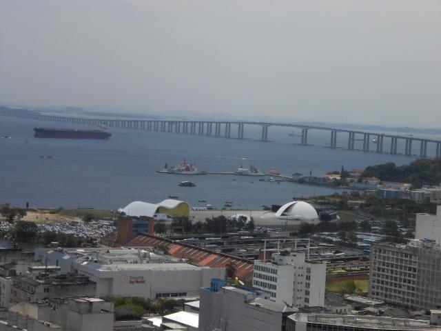 Excelente sala, Niterói Shopping, com linda vista para a Baía de Guanabara