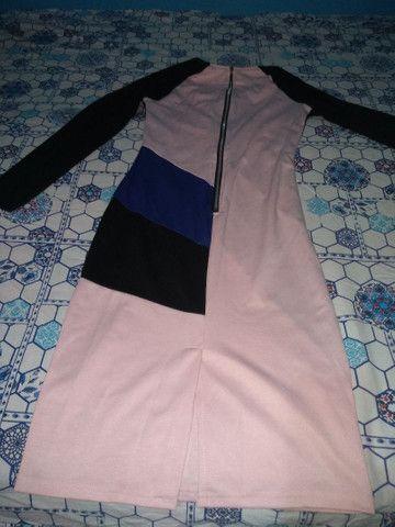 Vendo vestido geométrico longo tamanho m de manga longa o tecido de boa qualidade. - Foto 4