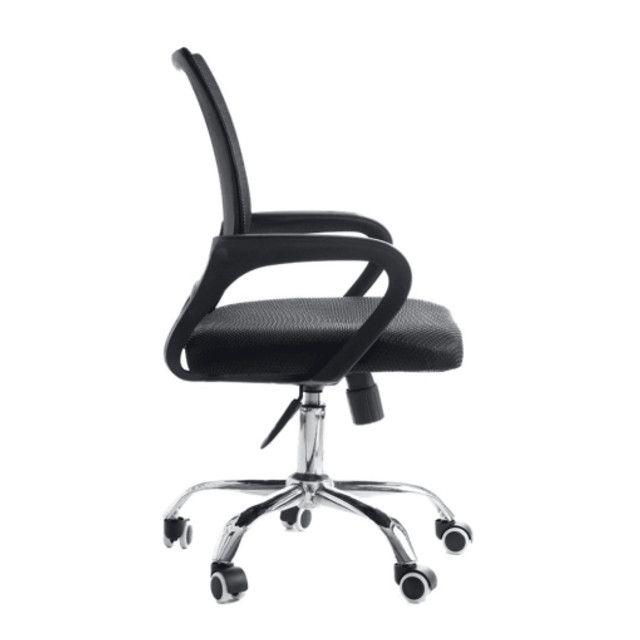 Cadeira Giratória Com Base Cromada - Foto 2