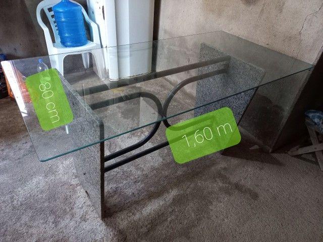 Mesa de vidro sem cadeiras