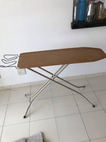 Mesa de passar ferro - pra vender logo  - Foto 3