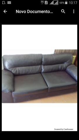 Sofa com cobertura de couro