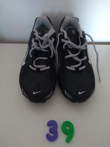 e044aa1d16f Nike Shox Preto e cinza novo sem uso n 39 - Roupas e calçados - Vila ...