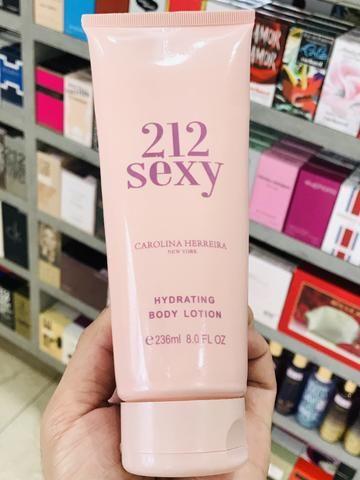 Creme Hidratante 212 Sexy Feminino Carolina Herrera 236ml Body Lotion