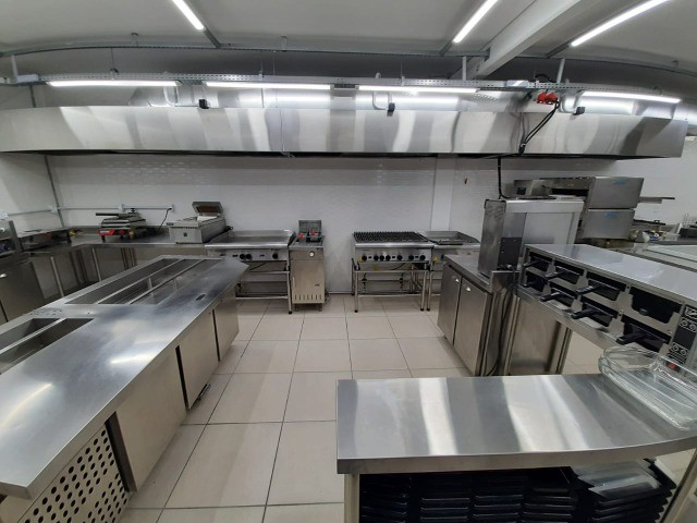 Cozinha em inox sob medida - Júlio Nogueira