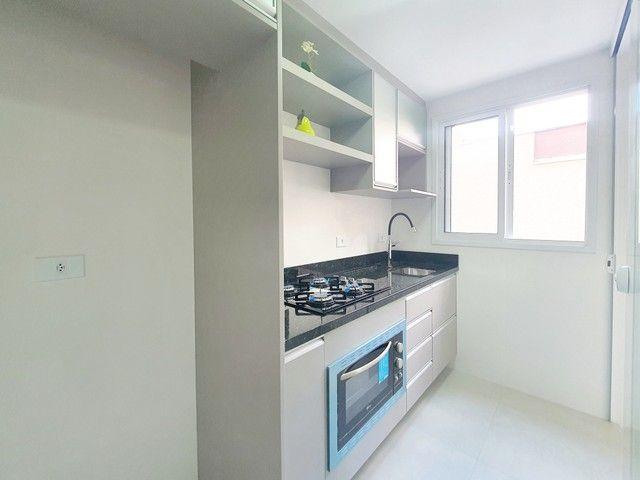 Apartamento de 2 dormitórios com uma suíte, 1 vaga coberta no Vila Fanny. Espaçosa sacada  - Foto 9