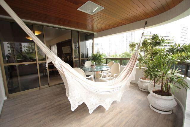 Luxuoso apt de 200m, 4 quartos a 700 da Jaqueira