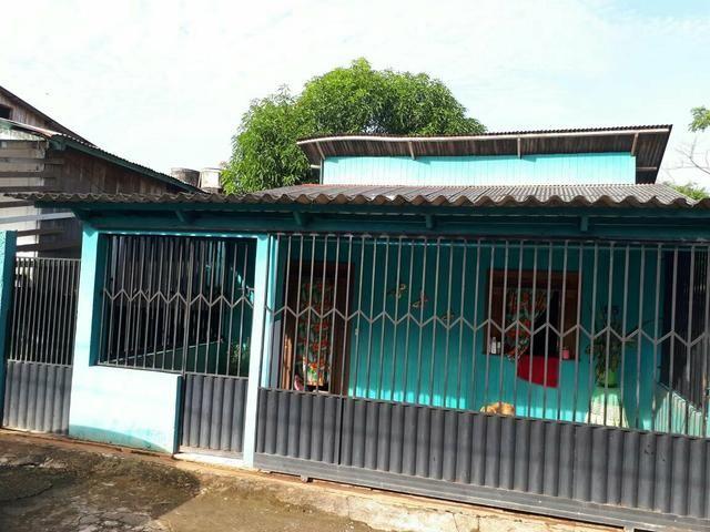 02 casas no Bairro Base (mesmo quintal)