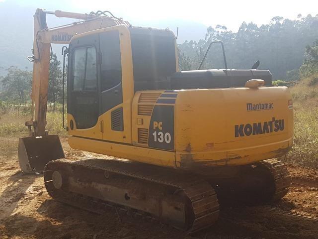 Escavadeira Komatsu PC130-8, ano 2013 (HE03)