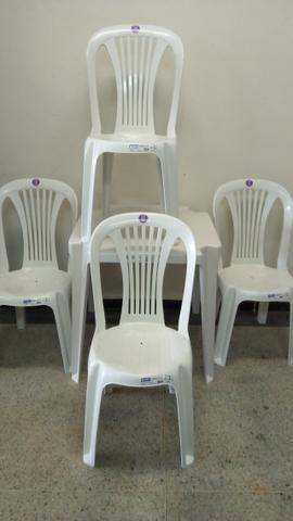 Conjunto De Mesas E Cadeiras De Plástico Jr Para 182kg - Foto 2