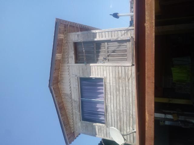 Venda de terreno com casa de madeira - Foto 5
