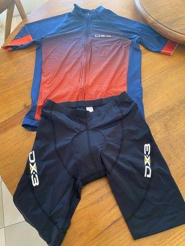 Conjunto de ciclismo da marca DX3